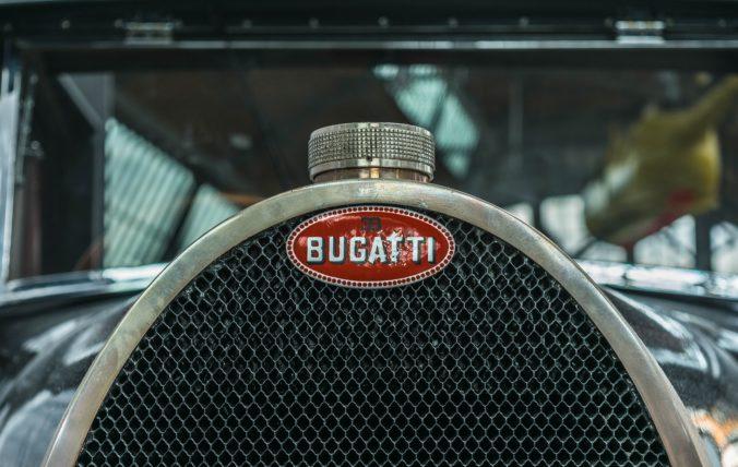 Wabenkühler eines klassischen Bugattis